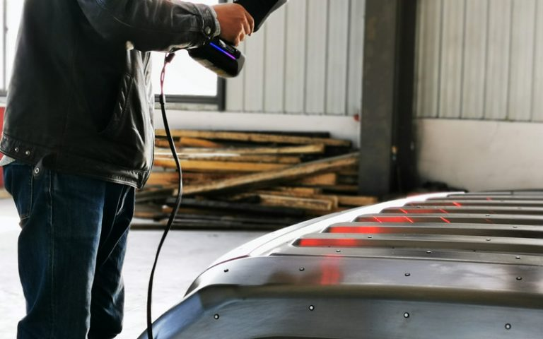 Large Automotive Mold Measuring Only by One 3D Scanner? 5